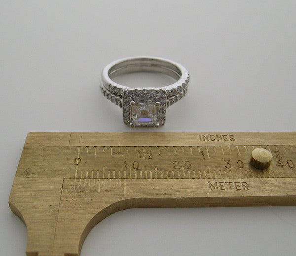 ENGAGEMENT RING SETTING WITH SQUARE PRINCESS CUT DIAMOND HALO