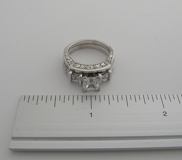 THREE STONE RING SETTING SET PRINCESS SHAPESTOONES ENGRAVED DETAILS