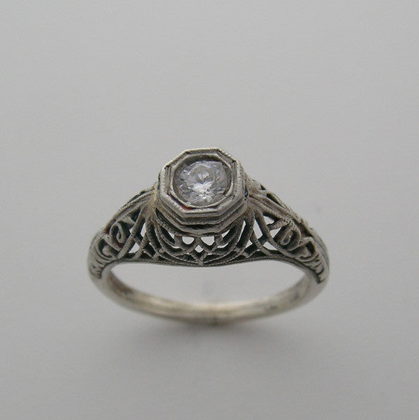 Antique pretty ring setting deco style