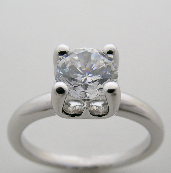 CLASSICAL ENGAGEMENT RING SETTING TRADITIONAL SOLITAIRE DESIGN FOR A 1 CARAT ROUND DIAMOND