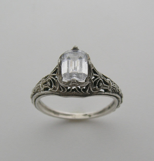 ART DECO ANTIQUE STYLE FEMININE FILIGREE RING SETTING FOR AN EMERALD CUT 7.00 X 5.00 MM