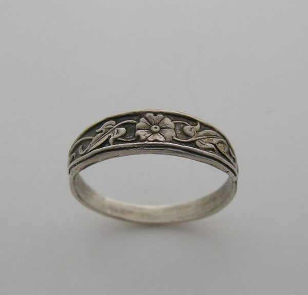 Vintage Feminine Flower Ring Band Stackable