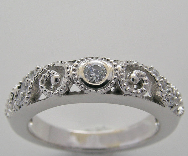 Antique Style Diamond Wedding Ring With Swirl Mil Grain