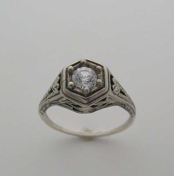 Old Fashioned Antique Ring Setting Art Deco Style for a 5.00 mm Gemstone