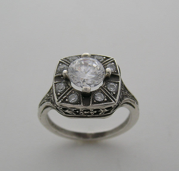 14K ANTIQUE STYLE RING SETTING WITH DIAMOND ACCENTS