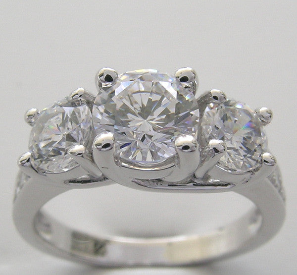 Three Stone Diamond Ring center 6.50 mm, side 5.00 mm
