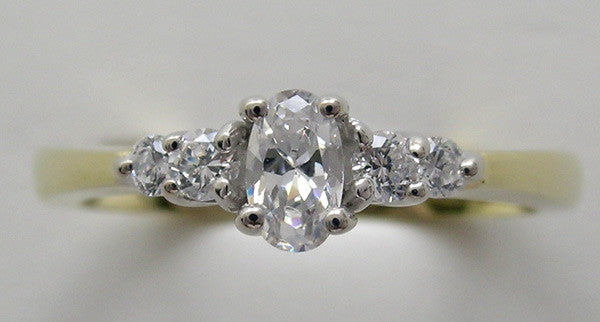 CLASSIC OVAL SHAPE DIAMOND ENGAGEMENT RING SETTING