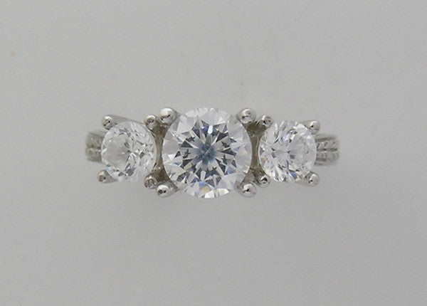 THREE STONE DIAMOND ENGAGEMENT RING SETTING DIAMOND AND ENGRAVING DETAILS