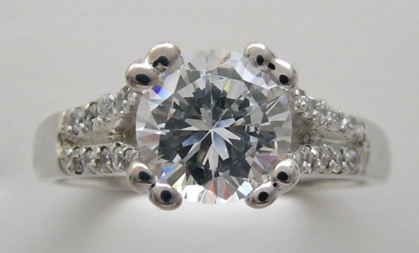 SPLIT SHANK DIAMOND ACCENTED ENGAGEMENT RING SETTING FOR A ROUND CENTRAL STONE