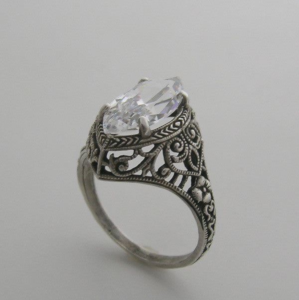 MARQUISE SHAPE ANTIQUE STYLE RING SETTING WITH FILIGREE AND ENGRAVING DETAILS