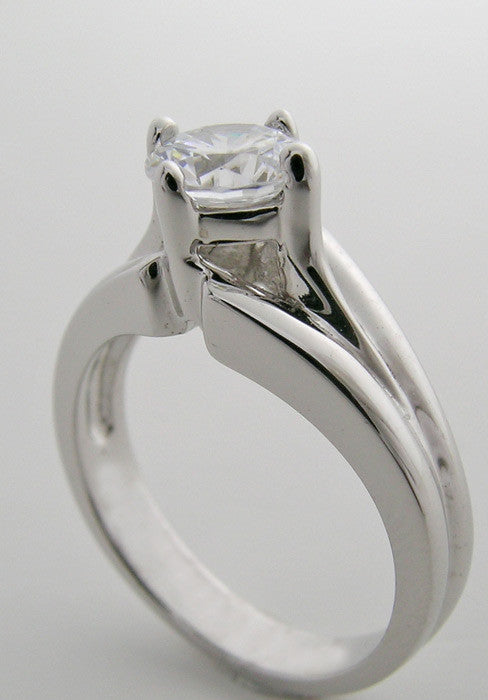 RING SETTING FEMININE TRADITIONAL SOLITAIRE DESIGN OR REMOUNT