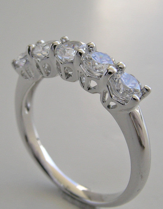 TRADITIONAL FIVE STONE DIAMOND ANNIVERSARY WEDDING BAND RING