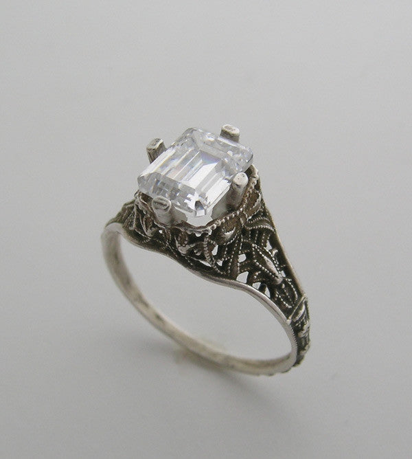White Gold Antique Ring Setting emerald Shape 8 X 6 MM