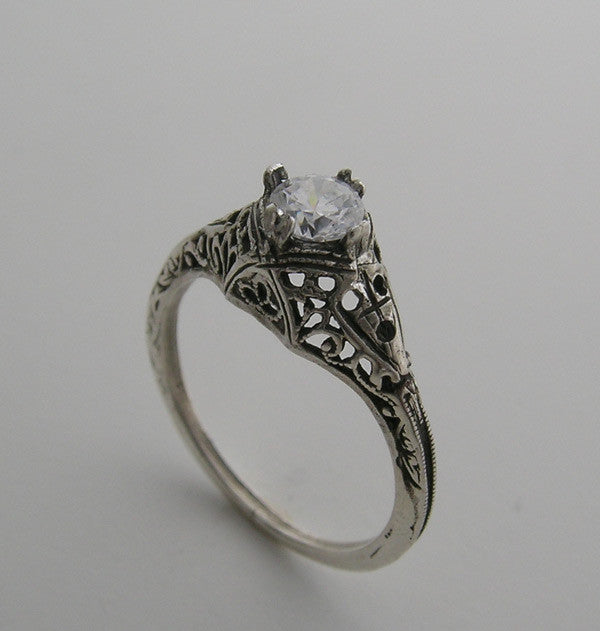 FEMININE OLD WORLD  PETITE ART DECO SOLITAIRE ANTIQUE FILIGREE DESIGN RING
