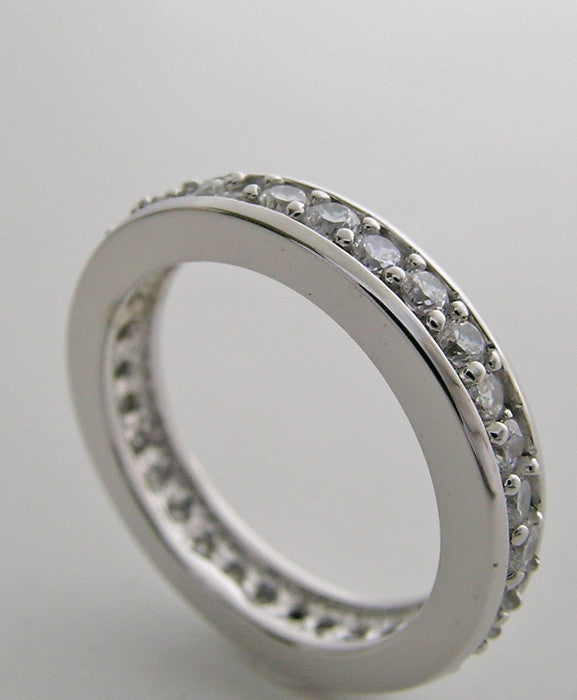 TRADITIONAL ELEGANT DIAMOND ETERNITY WEDDING RING