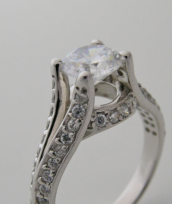 PRETTY SPLIT SHANK DIAMOND ACCENTED ENGAGEMENT RING SETTING