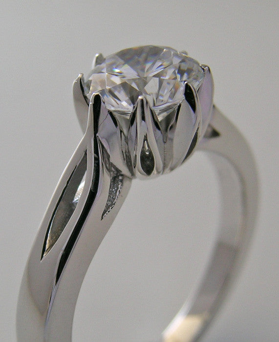 PRETTY SOLITAIRE  ENGAGEMENT RING SETTING FOR ROUND STONE