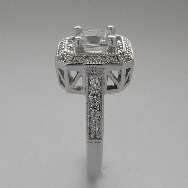 PRINCESS CUT DIAMOND ENGAGEMENT RING SETTING WITH SQUARE DIAMOND HALO SETTING