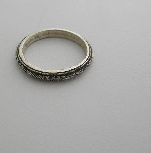 14K GOLD ENGRAVED ANTIQUE STYLE WEDDING BAND or STACK RING