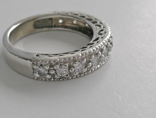 DIAMOND HEART MOTIF WEDDING RING