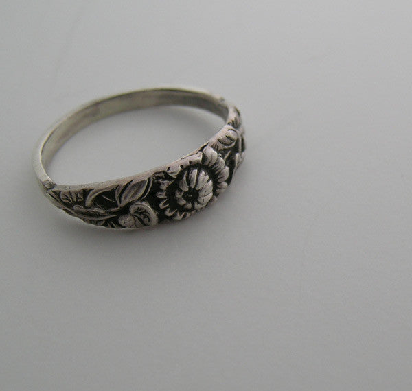 ANTIQUE STYLE 14K GOLD FEMININE FLORAL DESIGN WEDDING RING