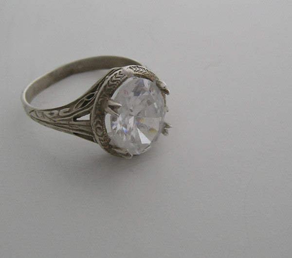 White Gold Nouveau ring Setting Oval Center