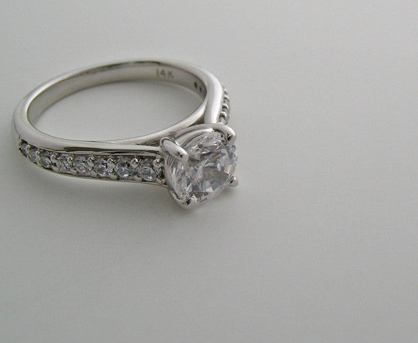 ELEGANT SOLITAIRE DIAMOND ACCENT RING SETTING