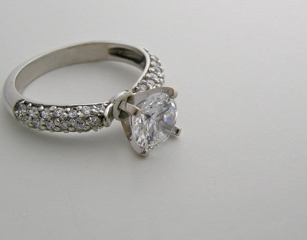 ELEGANT DIAMOND PAVE ENGAGEMENT RING SETTING