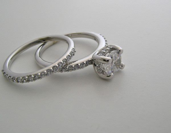 Diamond engagement ring settings sets for a round shape diamond