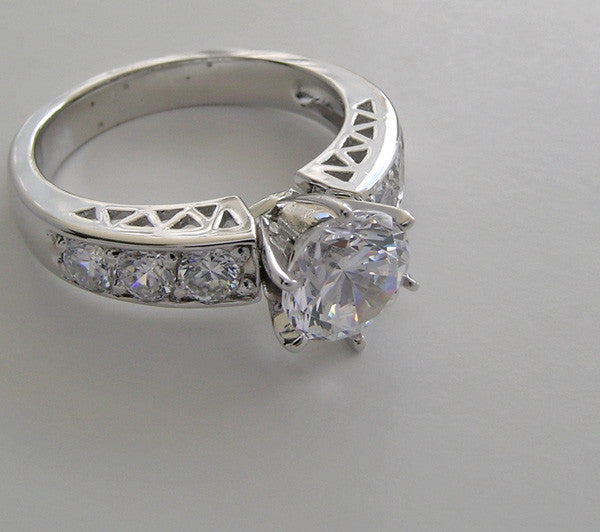 OUTSTANDING DIAMOND ENGAGEMENT RING SETTING WITH FLAIR