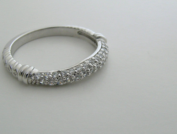 ROMANTIC DIAMOND WEDDING BAND RING