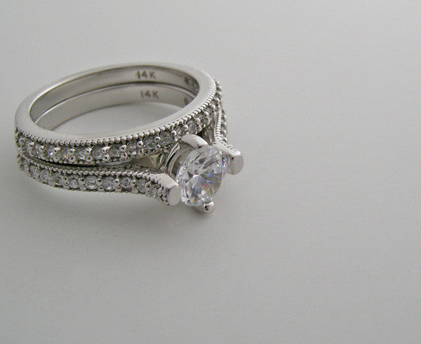 FEMININE DIAMOND ENGAGEMENT RING SETTING  WITH DIAMOND BRIDAL RING BAND SET