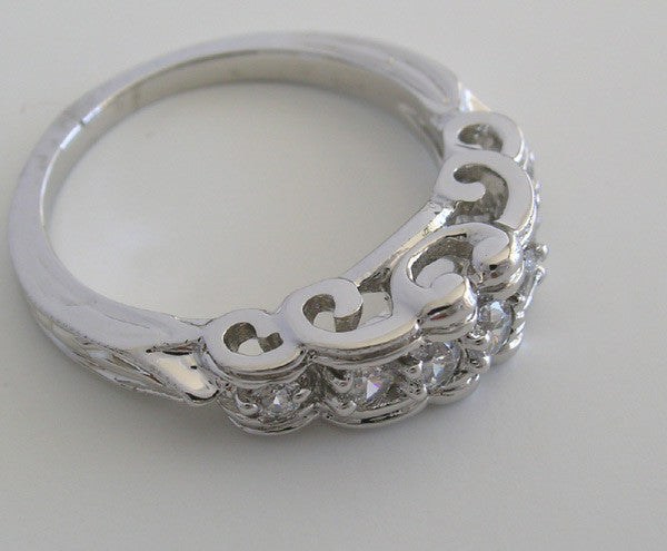 DIAMOND WEDDING BAND RING WITH UNUSUAL SWIRL RIBBON DESIGN