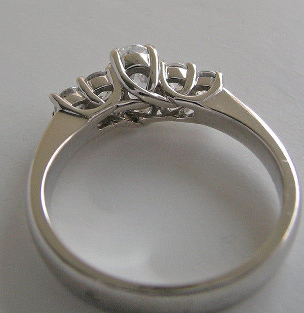 FIVE STONE ENGAGEMENT RING SETTING OR WEDDING RING MOUNTING