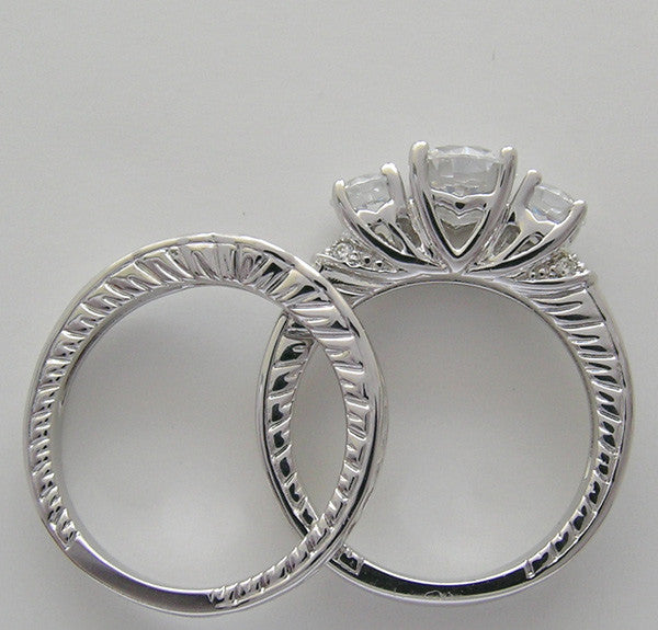 LOVELY DIAMOND ENGAGEMENT RING SET