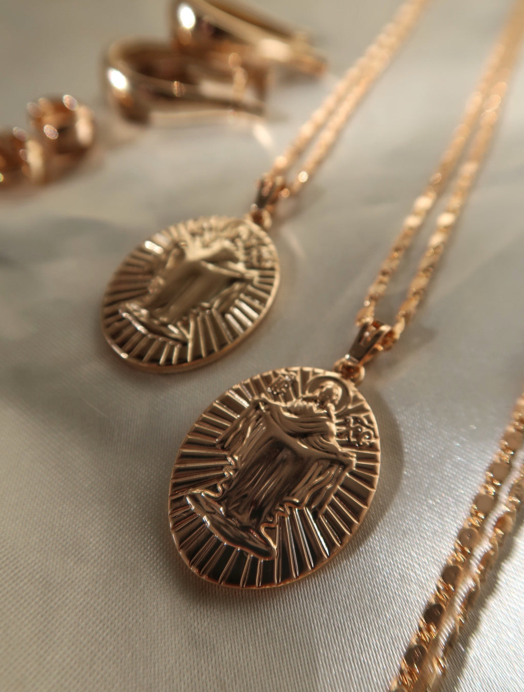 MADONNA II MEDALLION NECKLACE - Esah and Co
