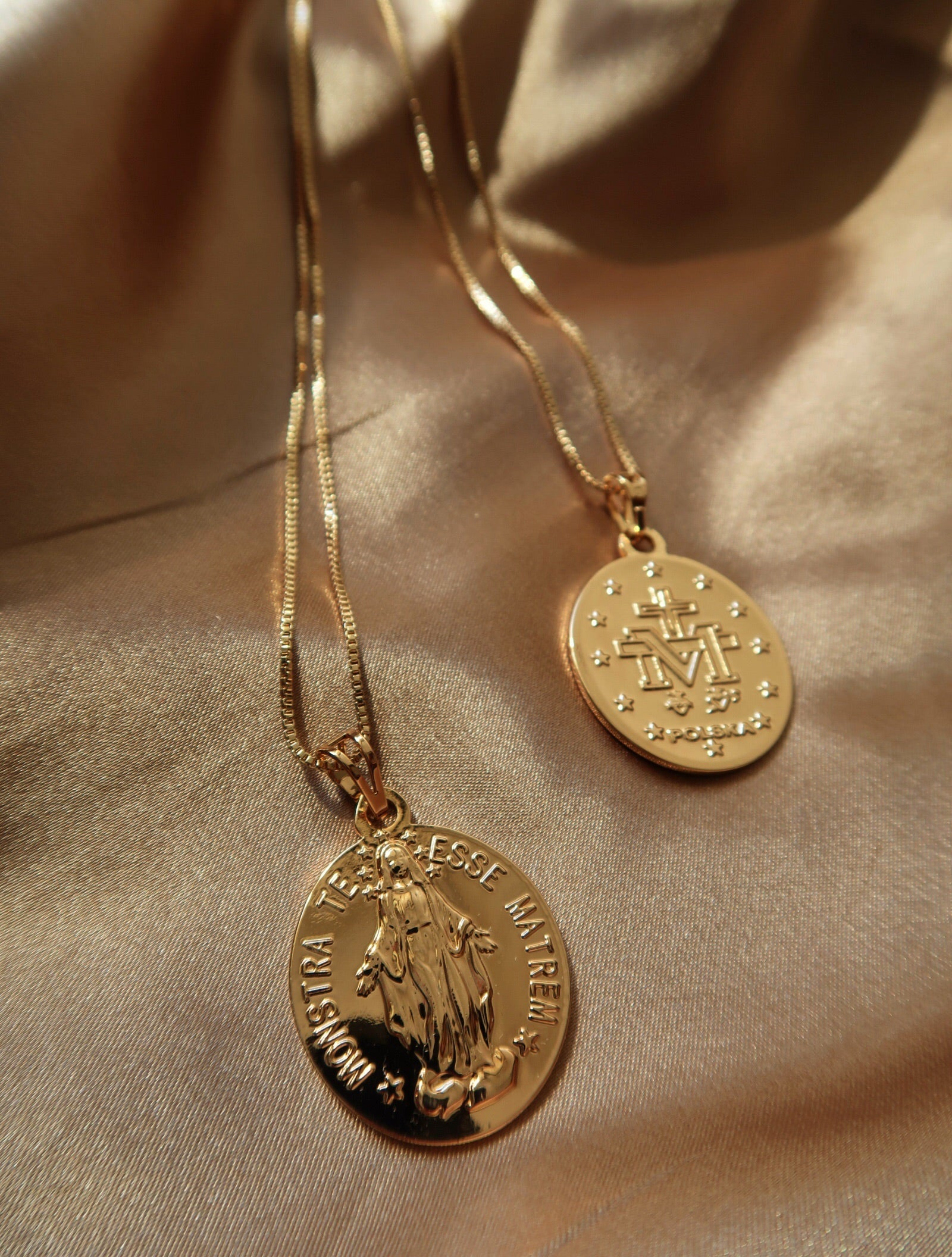 TERESSE MEDALLION PENDANT NECKLACE