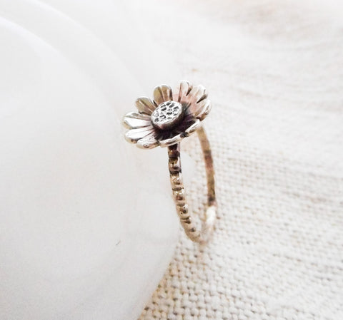 Daisy Ring // Solid 14k Gold