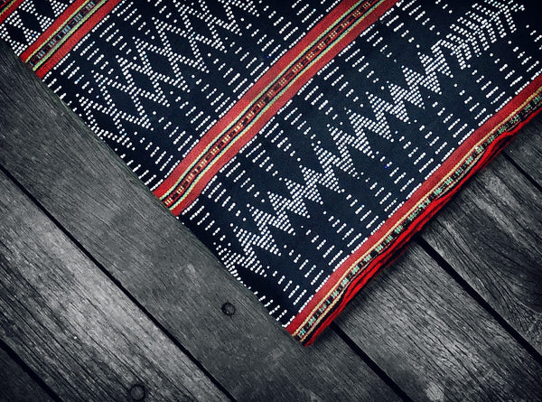 Vintage Katu Throw in Black & Red (Limited edition no.1)