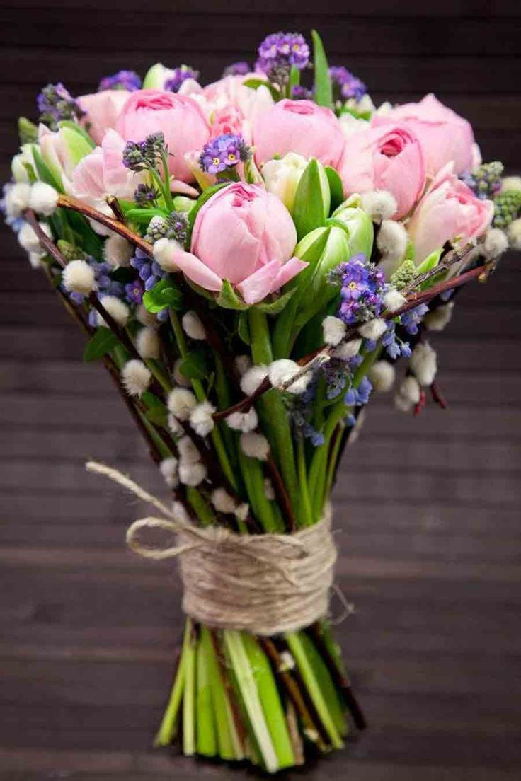 Cheer Up Someone With Our Fresh Flowers