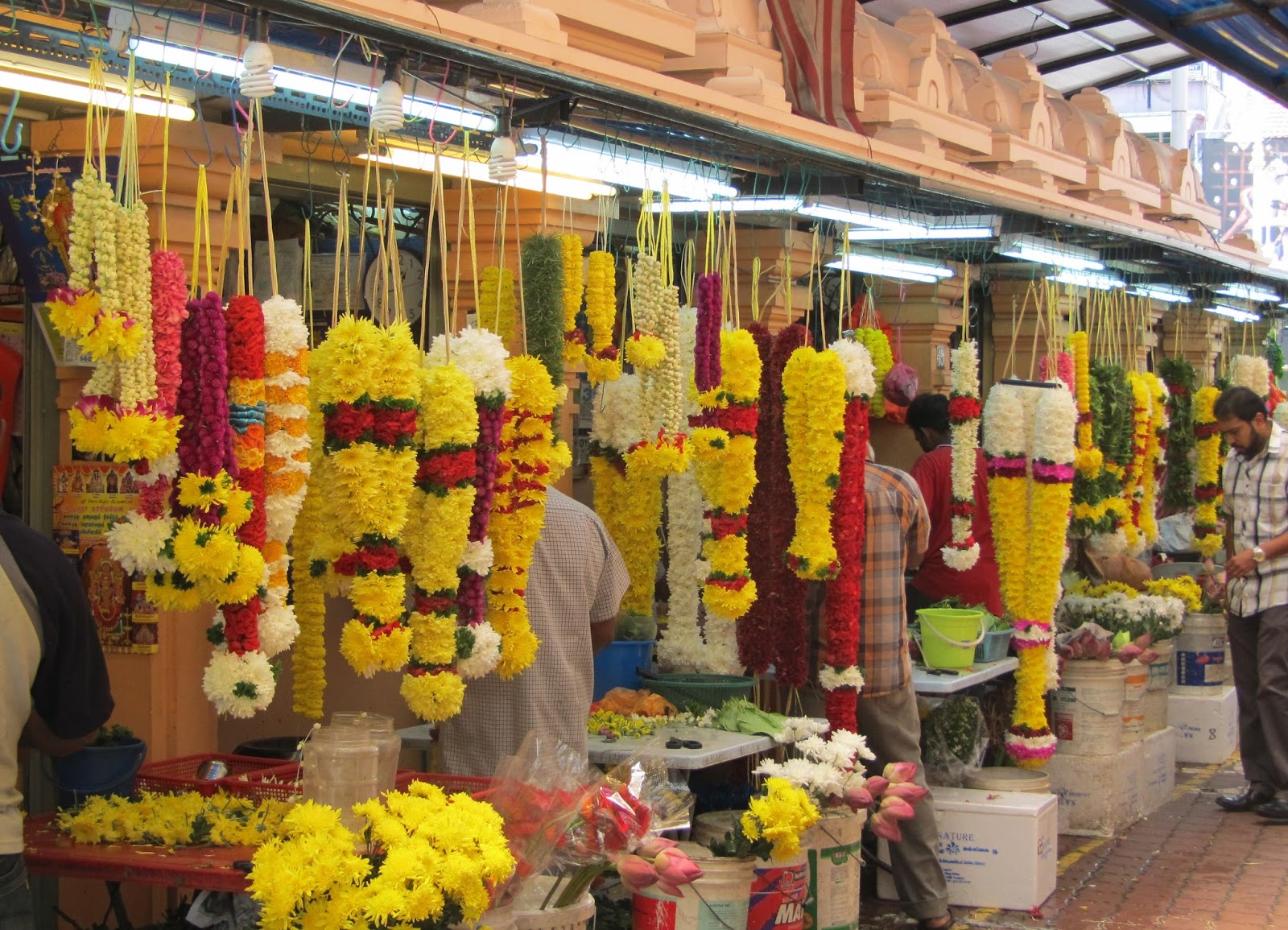 With uprising wholesale flower market in Pune, Online Flower Delivery in Pune starts in Full Swing