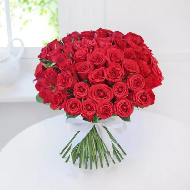 Flowerly Hug 25 Red Roses Bouquet - for Flower Delivery in India