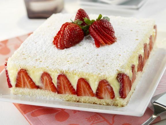 Gourmet Strawberry Cake - for Flower Delivery in India