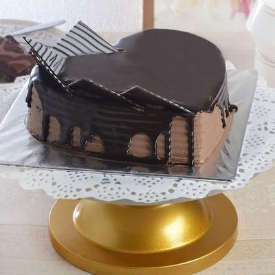 Heart Shape Chocolate Cake - for Online Flower Delivery In India