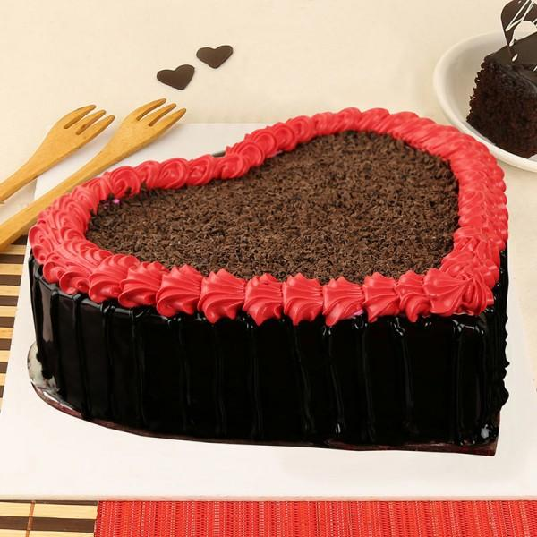 Lovely Heart Chocolate Cake - for Midnight Flower Delivery in India