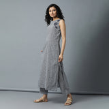 Sleeveless A-line Mini Checks Kurta with Embro