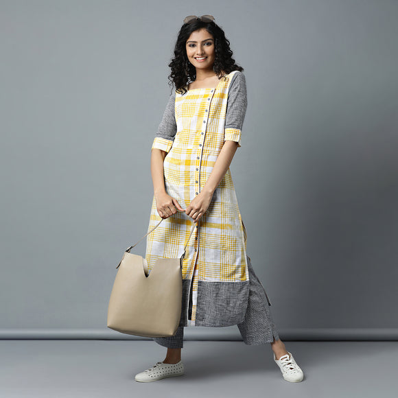 Buta Sleeve & Border Side Placket Checks Kurta