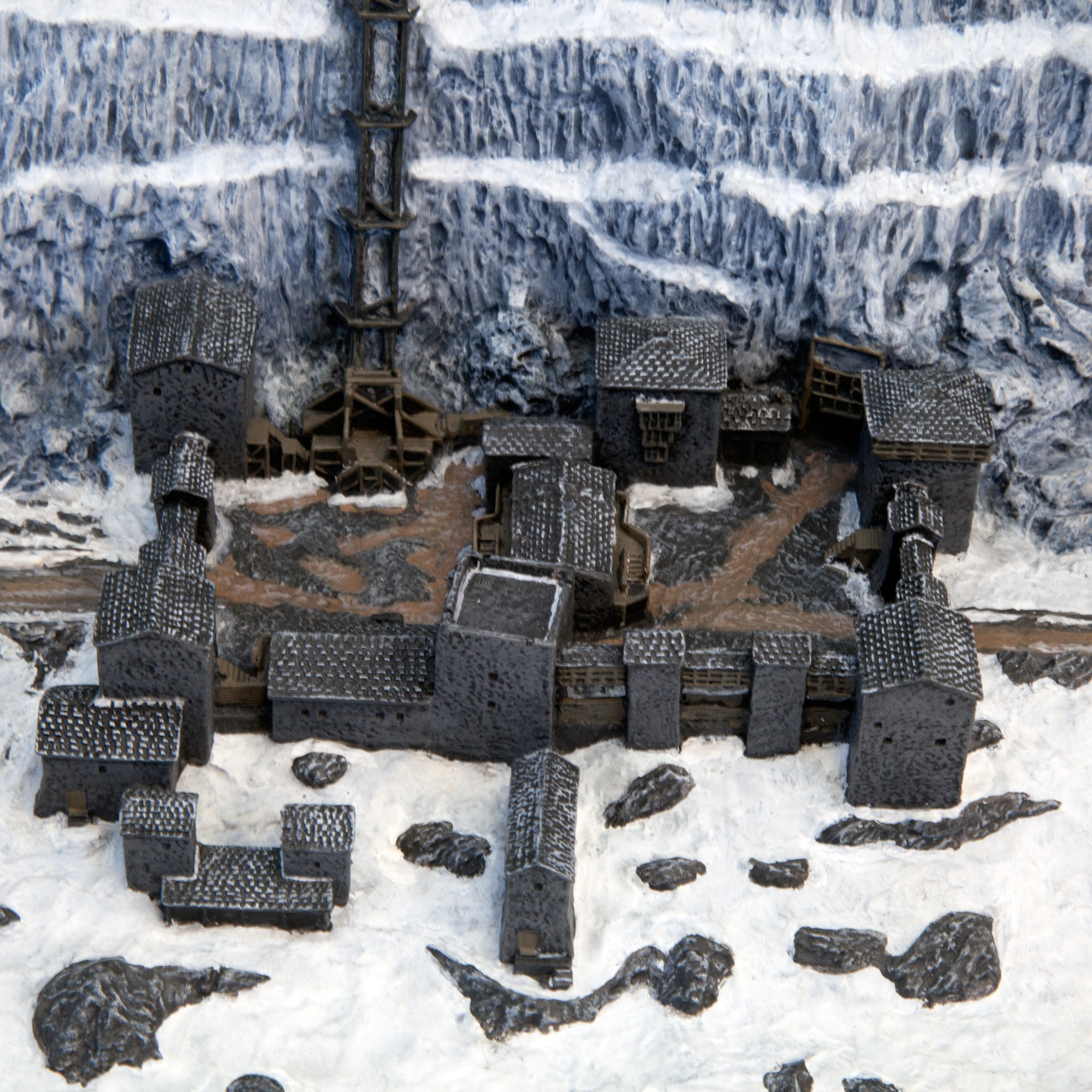 Game Of Thrones - Castle Black & The Wall Desktop Sculpture