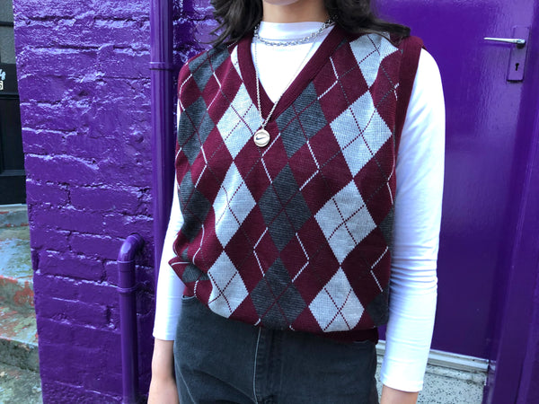 Vintage Argyle Diamond Patterned Sleeveless Oversized Knitted Vest / Sweater Vest / Tank Top Burgundy