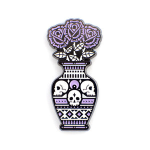 Still Life pin (black)